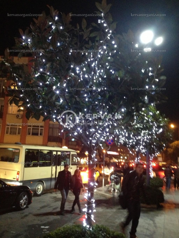 Yılbaşı İçin Işıklı Ağaç Süsleme