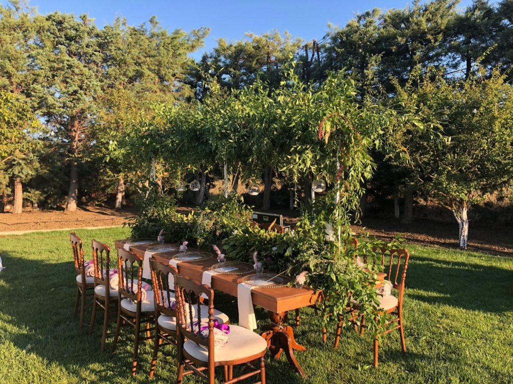 Bahçede Nişan Daveti Aile Masası Süsleme